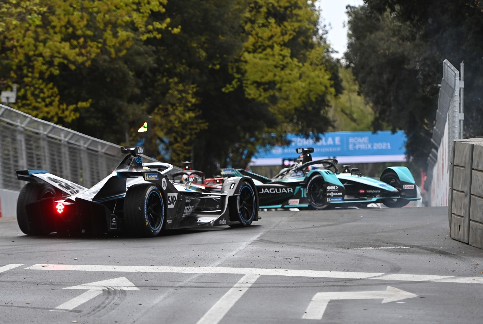 2. Vandoorne and Lotterer crash Rome E-Prix 2021 Formula E
